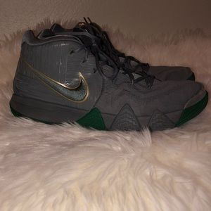 Nike Kyrie Irving Mens Basketball Shoes Size 12